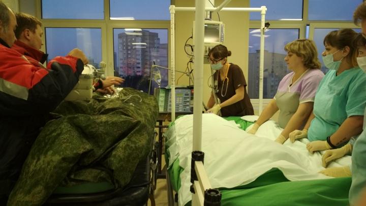 Врачи 40-й больницы прооперировали выжившую в горах Урала туристку, ей ампутировали стопы