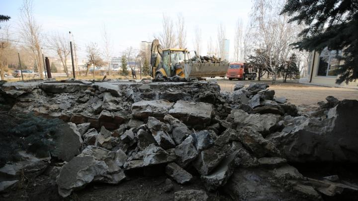 «Это частная территория»: снесенный в Волгограде «Серп и молот» могут перевезти на новое место