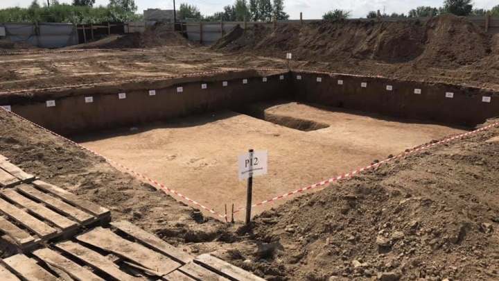 Кость древнего оленя нашли на месте стройки детского сада в Солонцах-2
