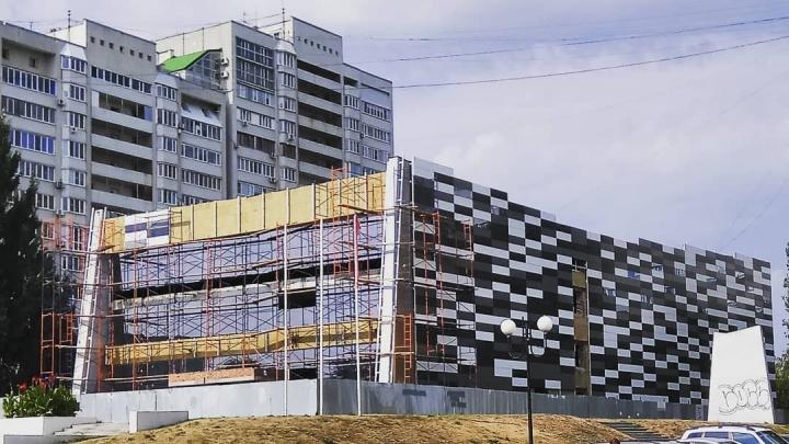В здании бывшего кинотеатра «Шипка» обустраивают фитнес-клуб