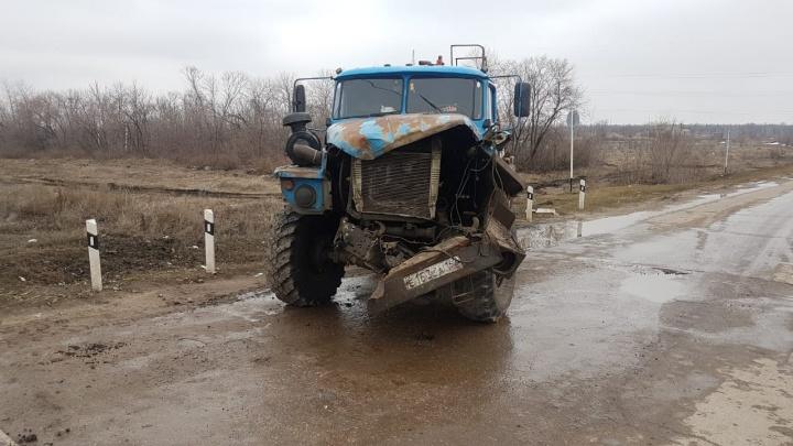 «Машина стала неуправляемой»: в Самарской области водитель грузовика врезался в поезд на полном ходу