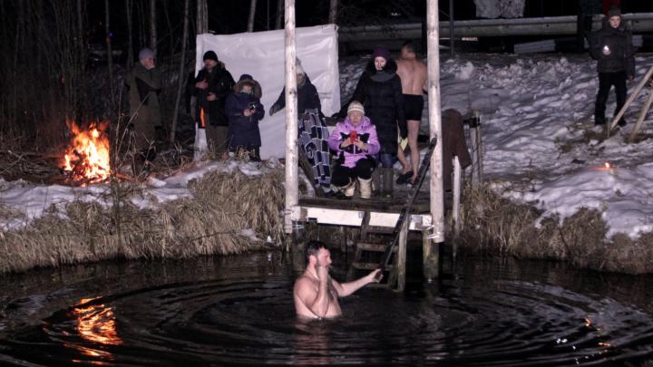 Опальный священник Александр Парфёнов принял участие в акции «Свеча святой Марии». Фото