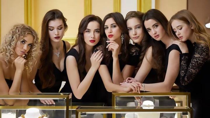 Десять сибирских красавиц уехали в Китай за титулом «Посланницы красоты»