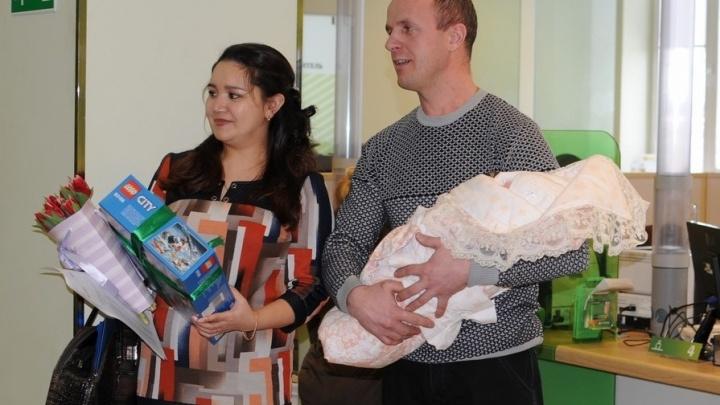 За второго и третьего ребёнка: первая на Южном Урале семья получила льготную ипотеку под 6%