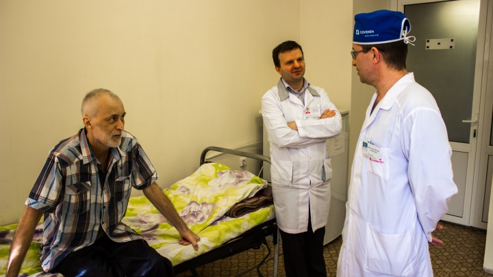 Новосибирский рабочий остался без желудка и 4 литров крови, но выжил