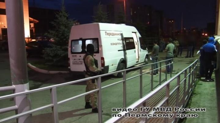 На Центральном рынке в Перми полицейские задержали 14 нелегальных мигрантов