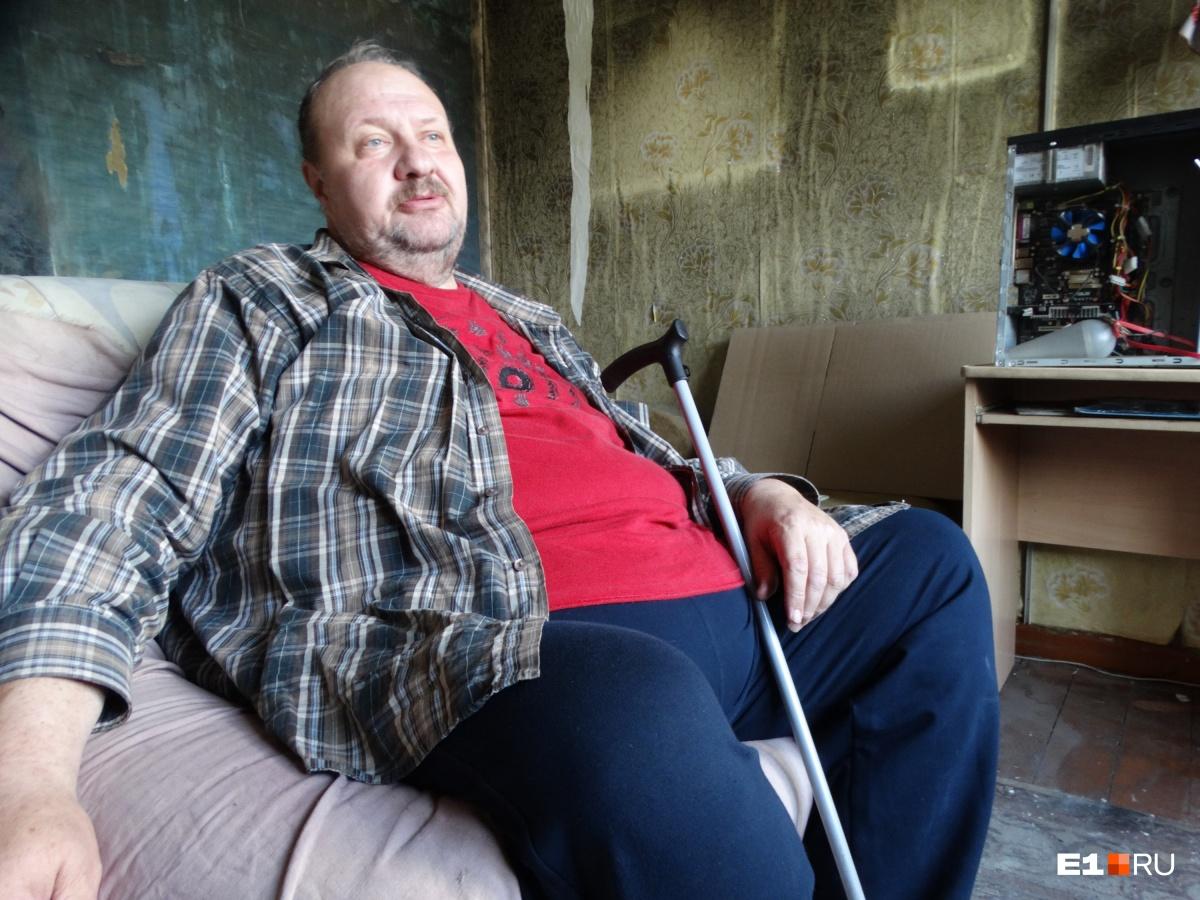 Житель третьего этажа Федор Ключников. По данным МЧС, именно на его балконе начался пожар из-за закоротившей проводки