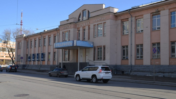 Последние месяцы бани на Куйбышева: тестируем шайки и парилку старейшего заведения города
