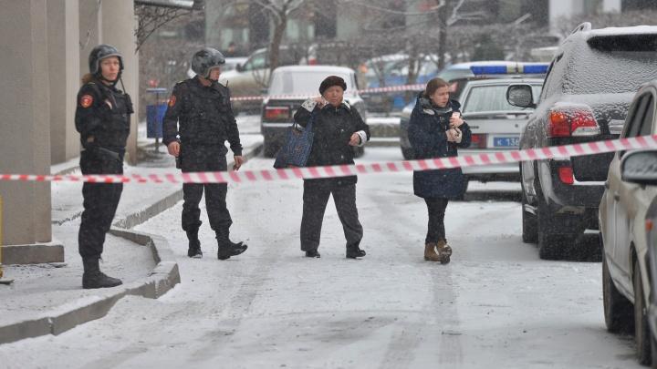 """""""Нашли что-то похожее на взрывчатку"""": на Шейнкмана полицейские в касках оцепили дом"""