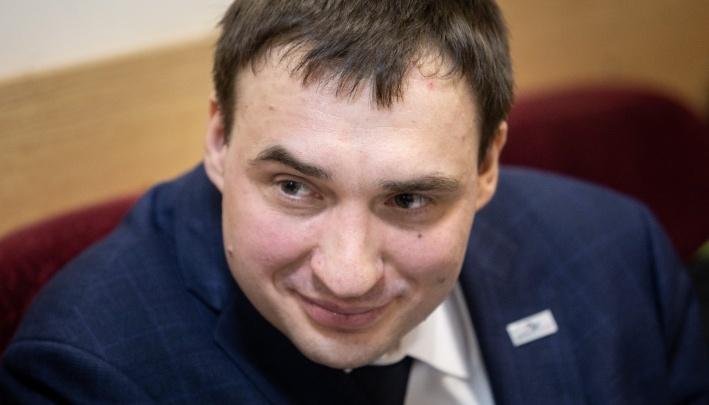 Челябинский омбудсмен, попав в скандал с бывшей женой, объявил об уходе в отпуск без содержания
