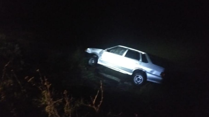 Смертельная западня: на трассе в Башкирии легковушка сорвалась в реку