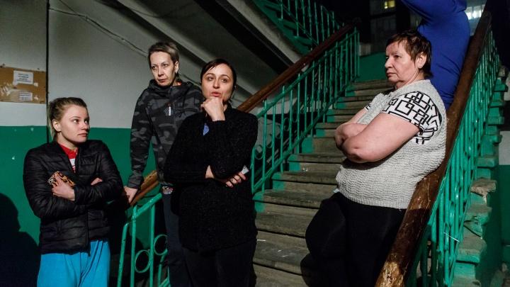 «Нас хотят живыми или мёртвыми выжить отсюда»: горожане боятся поджога дома в центре Волгограда