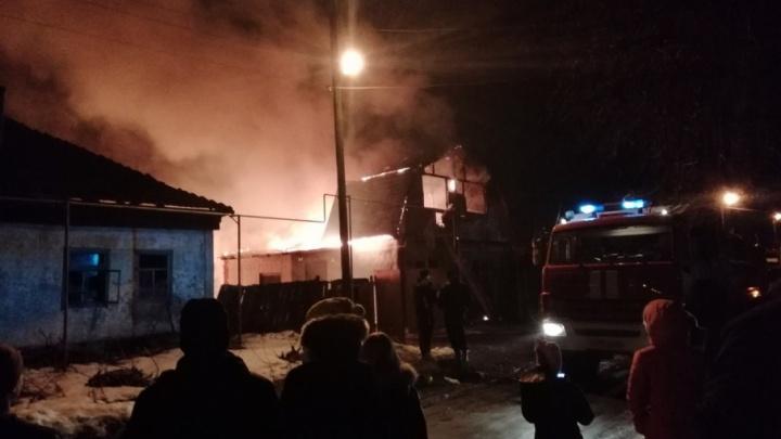 Огнем уничтожены баня, кровля, имущество... В Рябково сгорел дом