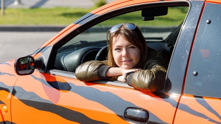 «Не продам никому!»: волгоградка превратила Ford Ka в яркий тигромобиль
