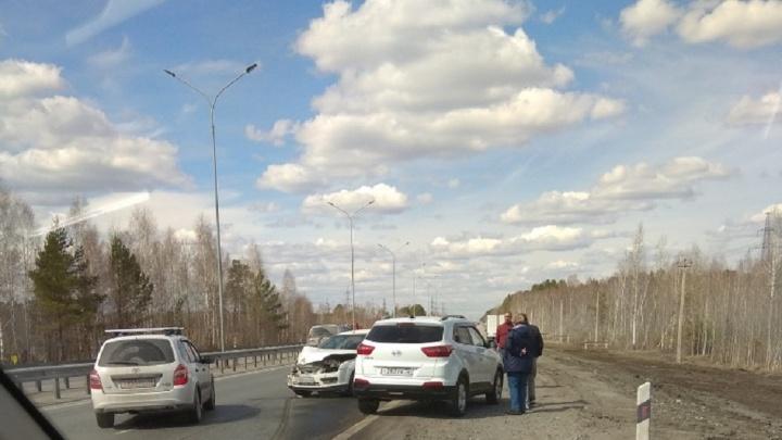 Под Тюменью водитель Volkswagen Golf не пропустил Toyota Highlander: пострадали двое