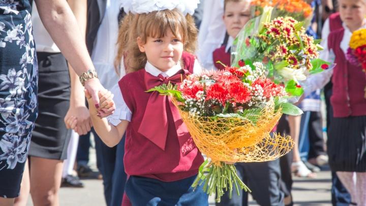 Новосибирским школьникам предложили отказаться от цветов учителям на 1 сентября