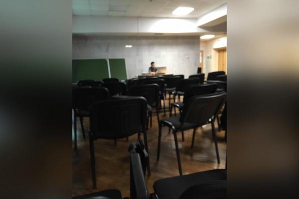Лекции проводятся в пустых аудиториях