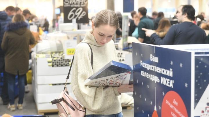 Как магазины Екатеринбурга справляются с предновогодним ажиотажем: фоторепортаж