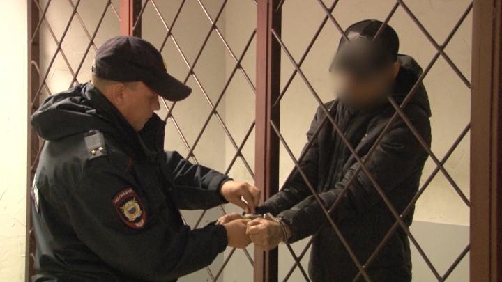Полиция Перми опубликовала видео, снятое после задержания отчима, обвиняемого в убийстве падчерицы