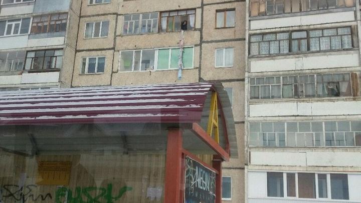 Веревка из простыни: житель Нефтекамска пытался выбраться из дома необычным способом