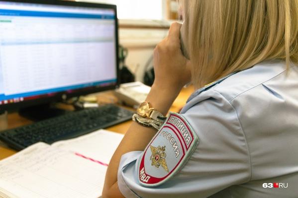 Сотрудники полиции обзвонили друзей и одноклассников девочки