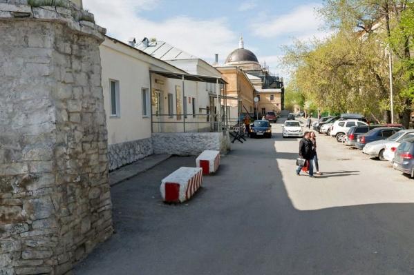Пострадавшего доставили в военный госпиталь в Екатеринбурге