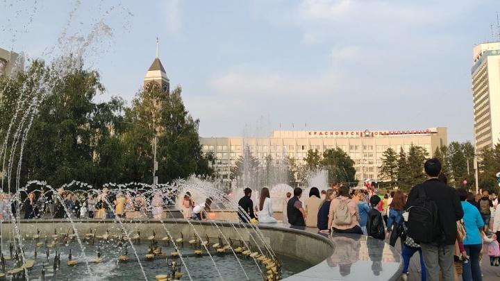Шоу фонтанов на Театральной площади запустили под песню Цоя в память о певце