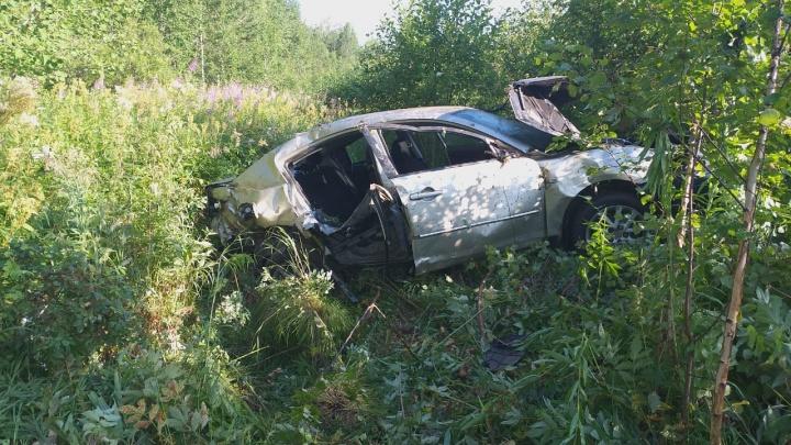 На Серовском тракте погибла пенсионерка, которую выбросило из окна опрокинувшейся легковушки
