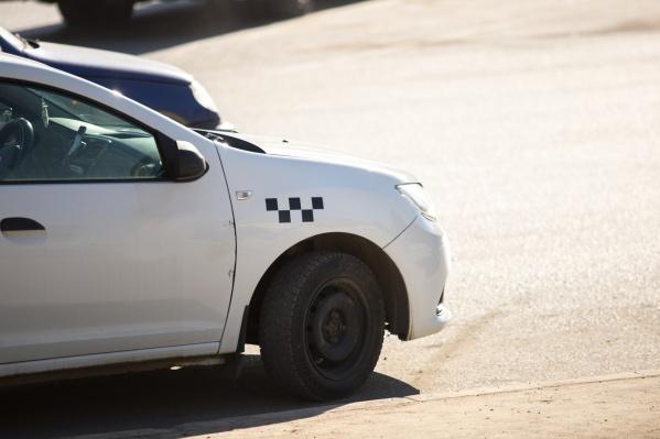 Пассажир решил, что водитель специально едет объездными путями, чтобы накрутить цену