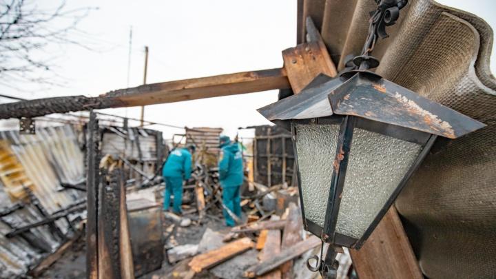 Ранены дети: трое человек пострадали при пожаре на Дону