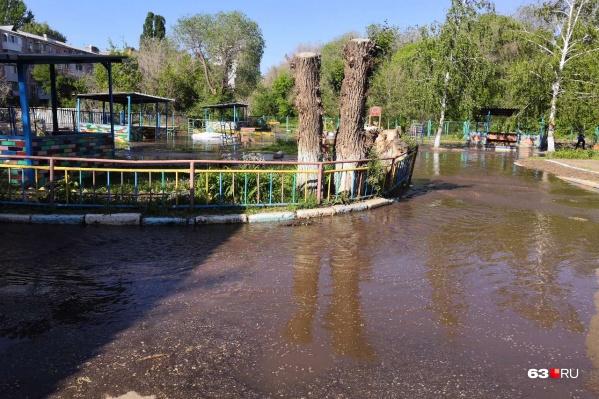 Территория дошкольного учреждения регулярно превращается в озеро