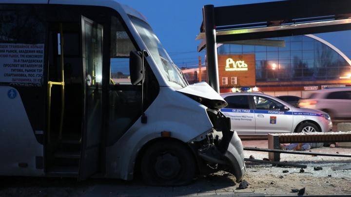 В Волгограде виновника аварии с погибшим на остановке мужчиной отдали под суд