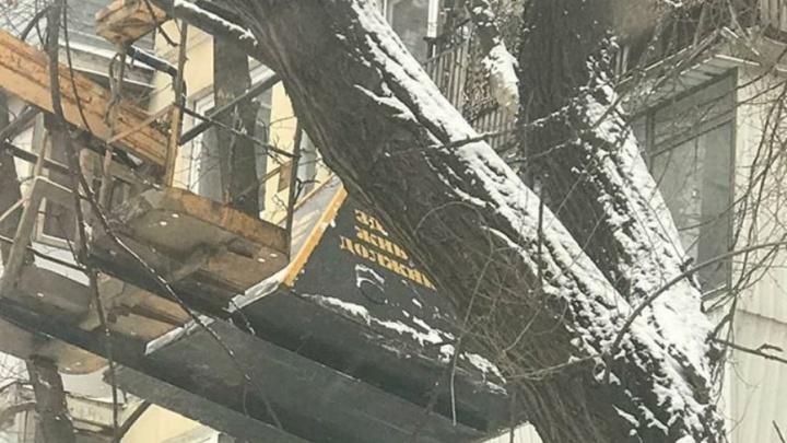 В Самаре пирамиду позора подняли к балконам должников за услуги ЖКХ