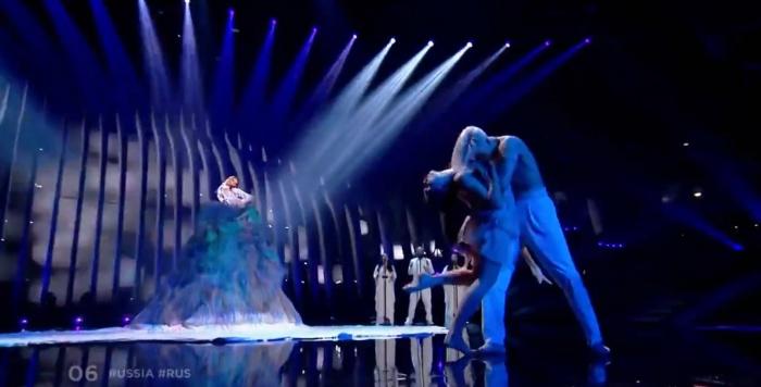 Юлия Самойлова выступала в сопровождении танцоров балета «Тодес»