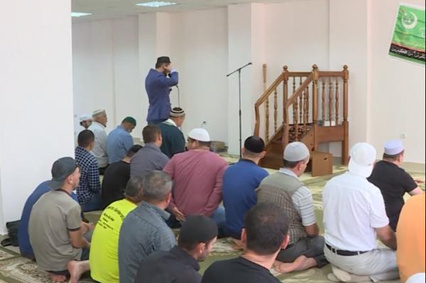 В мечети используют микрофон, на который и жалуются жильцы