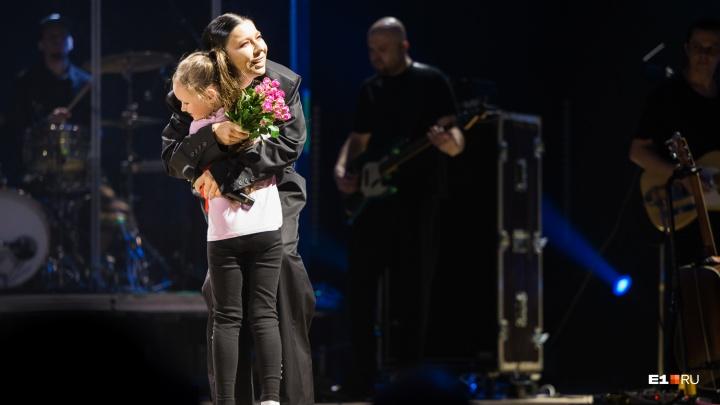 «Думали, я сюда песни петь приехала?»: фоторепортаж с концерта певицы Елки в Екатеринбурге