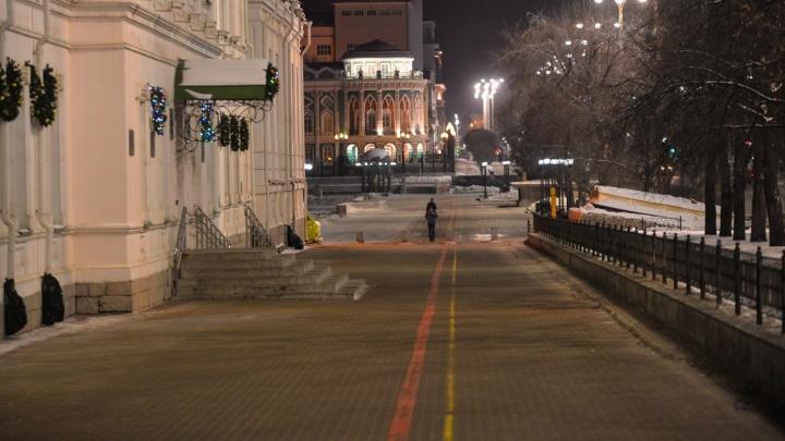 Пустой город: наслаждаемся видами Екатеринбурга, который медленно просыпается после праздничной ночи