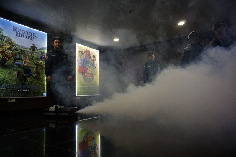 Сотрудники МЧС задымили кинотеатр для учений