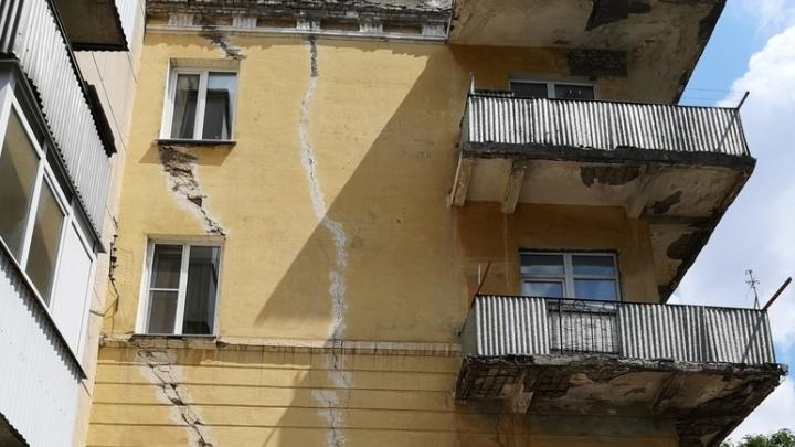 Пошел по швам: в Самаре спасают жилой дом на улице Победы