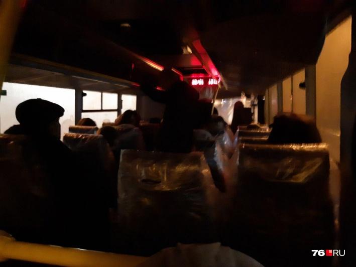 Раньше в автобусах людям редко приходилось ездить стоя