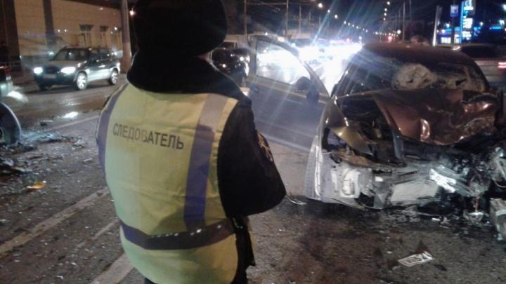 «Могли вытолкнуть на встречку»: в Волгограде ищут свидетелей смертельной аварии на проспекте Ленина
