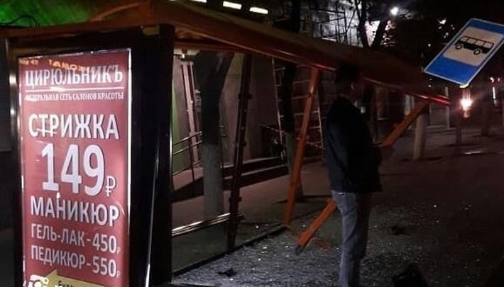 Мотоцикл протаранил остановку в Ростове на Буденновском: водителя госпитализировали