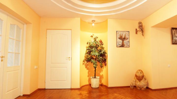 Сад, бильярд, три санузла: как выглядит самая большая квартира в Уфе