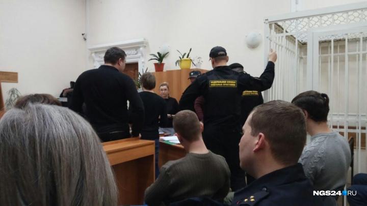 В разгар суда над общественницей Подоляк вспыхнул конфликт. В зал вызвали полицию