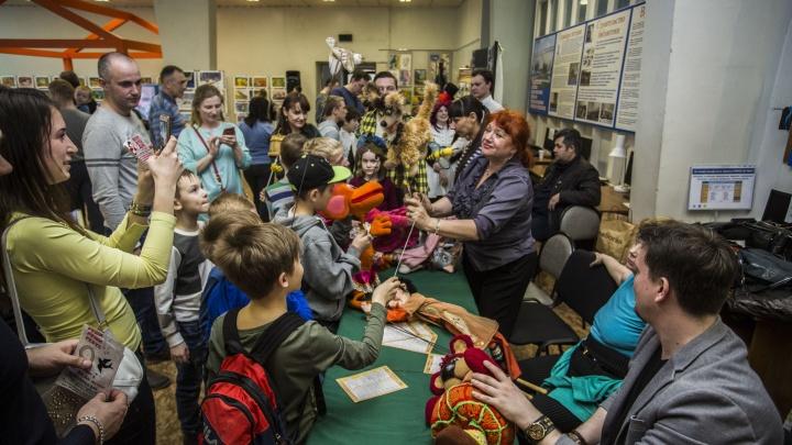 Толпы новосибирцев нагрянули ночью в библиотеки