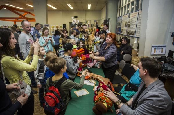 Тысячи новосибирцев в эту ночь развлекались в библиотеках