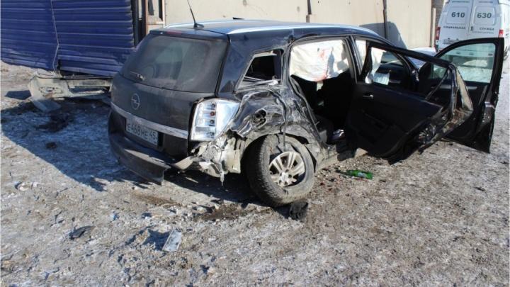 В Кургане при столкновении на встречке погиб пассажир легковушки