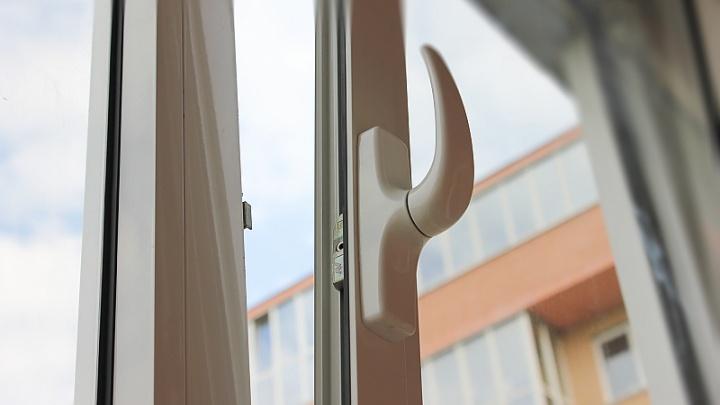 В Челябинской области пятиклассница выпала из окна на 11-м этаже высотки
