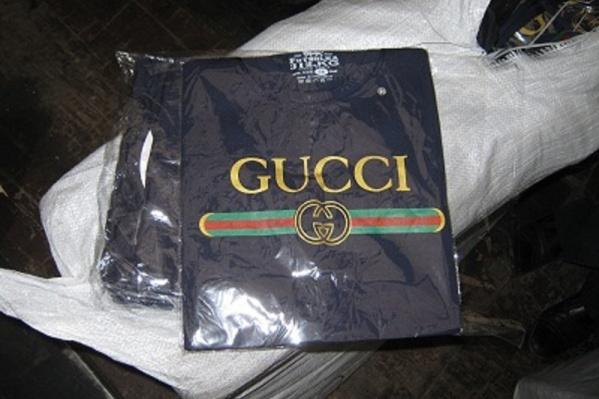 Одежда известных брендов оказалась контрафактом