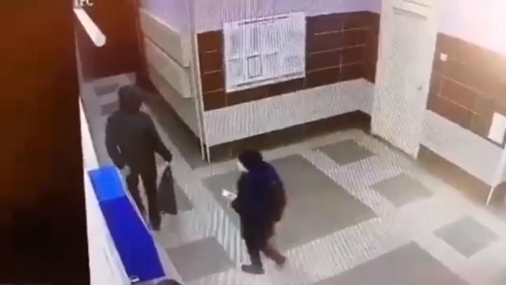 В новом доме на «Взлётке» мужчина избил ребёнка и забрал его телефон